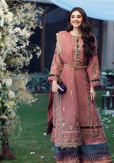 Asian Wedding Dress Pakistani, Simple Pakistani Dresses, Pakistani Fashion Party Wear, Pakistani Dress Design, Pakistani Outfits, Stylish Dress Book, Stylish Dresses For Girls, Frocks For Girls, Casual Dresses