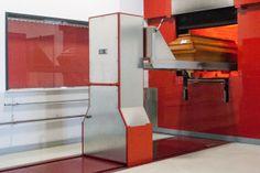 Wie läuft eine Feuerbestattung ab? Heutige Krematorien sind mit hochmodernen Anlagen ausgerüstet. Der technische Ablauf der Kremierung ist einfach erklärt.