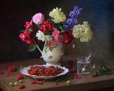 photo: С цветами и ягодами   photographer: Татьяна Скороход   WWW.PHOTODOM.COM
