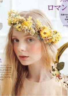 rei wedding で紹介して頂いたミモザの花冠 アンティークな色合いが素敵です