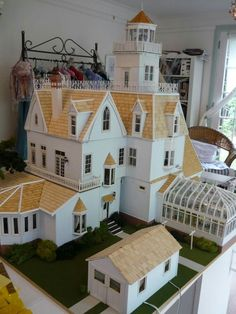 Practical Magic Dollshouse - This lady built an incredible Scale Dollhouse replica of the Owens House :: September 26 2019 at Victorian Dollhouse, Diy Dollhouse, Modern Dollhouse, Haunted Dollhouse, Victorian Dolls, Victorian Decor, Victorian Houses, Dollhouse Furniture, Dollhouse Miniatures