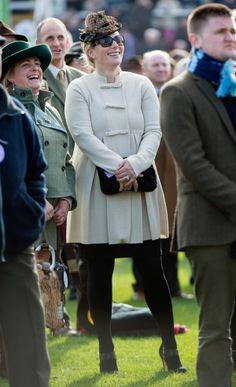 Zara Phillips deja a su bebé en casa para asistir al Festival de Cheltenham #zaraphillips #royals