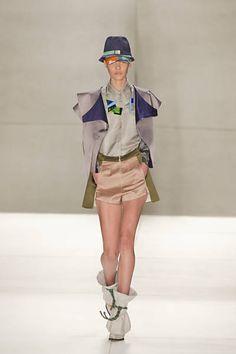 A marca Triton fechou a primeira noite da 33ª edição do São Paulo Fashion Week com um desfile inspirado em Tóquio, capital do Japão.