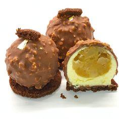 Sfera Rocher - Golden Bridge Pastry Finger Desserts, Mini Desserts, Plated Desserts, Delicious Desserts, Dessert Recipes, Fruit Sushi, Chocolate Raspberry Cake, Modern Cakes, Beer Bread