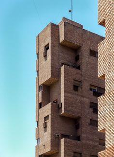 Clásicos de Arquitectura: La Obra Urbana de Togo Díaz / José Ignacio Díaz Wood Architecture, Classic Architecture, Amazing Architecture, Architecture Details, Amazing Buildings, Modern Buildings, Brick Images, Brick In The Wall, Brick Wall