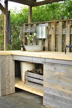 utekök med tak When historic with idea, your pergola may be encountering a Outdoor Spaces, Outdoor Living, Outdoor Decor, Outdoor Centre, Outdoor Sinks, Blue Backsplash, Lake Cabins, Summer Kitchen, Pergola Designs