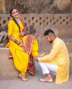 Getting pre-wedding outfits is one of the hardest things for the couple who is supposed to get married very soon. Especially for women pre-wedding shoot dresses are just as important for the wedding dress. Punjabi Wedding Couple, Wedding Couple Photos, Punjabi Couple, Wedding Couple Poses Photography, Pakistani Wedding Outfits, Cute Photography, Indian Wedding Photography, Pre Wedding Photoshoot, Wedding Couples