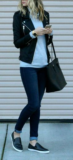 Casual outfit ideas for work. 13 chic casual outfit ideas to copy rightnow Mode Outfits, Fashion Outfits, Sneakers Fashion, Fashion Ideas, Jackets Fashion, Black Slip On Sneakers Outfit, Denim Sneakers, Sneakers Style, School Outfits