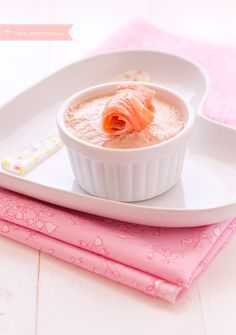 Paté de salmón, una receta de Navidad   PequeRecetas   Bloglovin' Tapas, Diner Recipes, Cooking Recipes, Mousse, Christmas Cooking, Mini Foods, Best Dishes, Recipe For Mom, Food Presentation