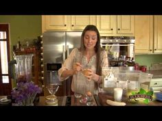 ▶ Shoshanna's Kitchen - Episode 113 - Berry Lean Smoothie - YouTube
