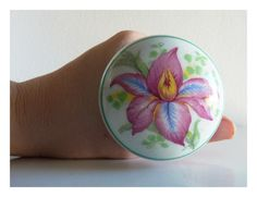Orchid flower porcelain door knob by ForeignAffairsOffice on Etsy Porcelain Door Knobs, Painted Porcelain, Vintage Door Knobs, Door Knobs And Knockers, Door Entryway, Arched Doors, Antique Glass, Cottage Style, Glass Door