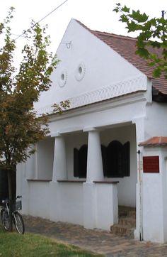 Szlovák tájház, Békéscsaba Country Houses, Hungary, Buildings, Garage Doors, Outdoor Decor, Home Decor, Country Cottages, Decoration Home, Room Decor