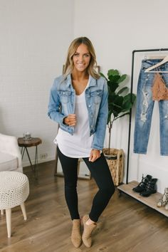 26 Casual Women Spring Outfits to Copy for 2020 Source by thelistmo. 26 Casual Women Spring Outfits to Copy for 2020 Source by thelistmom Mode Outfits, Fashion Outfits, Womens Fashion, Stylish Mom Outfits, Spring Outfits Women Casual, Girls Weekend Outfits, Outfits For Spring, Casual Friday Work Outfits, Early Fall Outfits