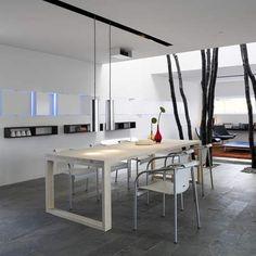 Spisebord i ask lys behandlet med hvid olie