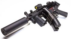 """Пистолет-пклемет""""Хеклер-Кох МР5К с глушителем."""