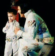 This is NOT Elvis but Elvis Tribute Artist Chris Connor from the UK.