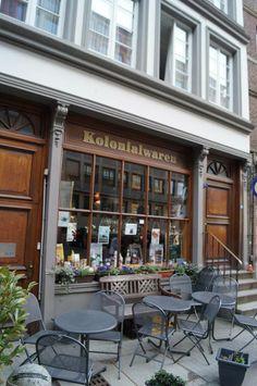 Kolonialwaren Hamburg in der historischen Deichstrasse | #vintage #hamburg #hh #city #harbour #history fotografiert und gepinned von der Hamburger Werbeagentur BlickeDeeler >>> www.BlickeDeeler.de