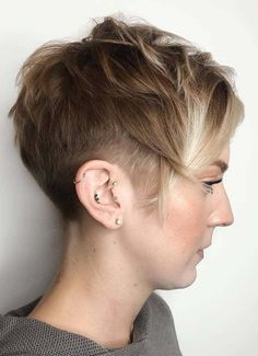 20 gorgeous short pixie haircuts with bangs 2019 40 short haircuts for girls with added oomph the curly pixie cut … Curly Pixie Haircuts, Short Curly Pixie, Long Pixie Cuts, Haircuts For Fine Hair, Cute Hairstyles For Short Hair, Short Hair Cuts For Women, Pixie Hairstyles, Short Hair Styles, Woman Hairstyles