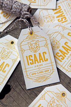 Impression d'étiquettes pour décorer des petits cadeaux qui annoncent la naissance d'Isaac / Small birth announcement tags printed in golden yellow / design and print by Cocorico Letterpress