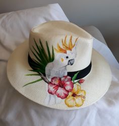 Painted Hats, Painted Canvas Shoes, Painted Clothes, Hat Decoration, Love Hat, Fabric Bags, Cool Hats, Custom Hats, Summer Hats