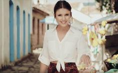 """A cantoraPaula Fernandeslançou seu mais novo single. """"Traidor"""", é marcada pela influência da música latina, visíveis na pro..."""