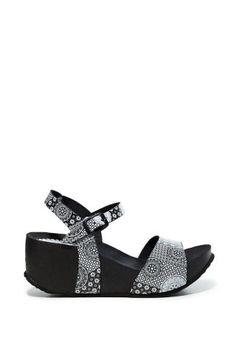 Dámské Boty Desigual / Different. Sandals, Shoes, Blog, Life, Fashion, Black Platform Sandals, Black And White, Moda, Shoes Sandals