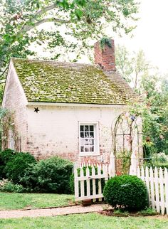 Appeal: 7 Favorite Picket Fences - Gardenista Love an old cottage, especially a pink one!Love an old cottage, especially a pink one! Brick Cottage, Garden Cottage, Cottage Living, Cottage Homes, Cottage Exterior, Little Cottages, Cabins And Cottages, Little Houses, Small Cottages