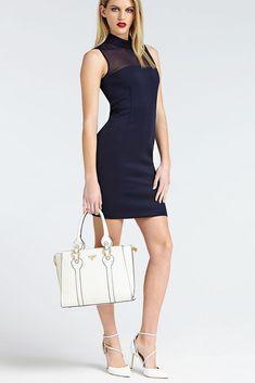 Elegantní kožená kabelka GUESS REY REAL LEATHER BAG HWRECDL9106 je dokonalá v každém ohledu. Kombinace bílé kůže a kovových detailů ve zlatém tónu zdůrazňuje luxusní vzhled kabelky. Real Leather, Must Haves, Versace, Gucci, Dresses For Work, Mens Fashion, Clothes, Shopping, Women