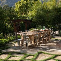 Montecito Exterior - eclectic - landscape - santa barbara - by Jessica Risko Smith Interior Design Outdoor Table Decor, Outdoor Seating, Outdoor Dining, Outdoor Tables, Outdoor Spaces, Outdoor Furniture Sets, Farm Tables, Outdoor Photos, Outdoor Lounge