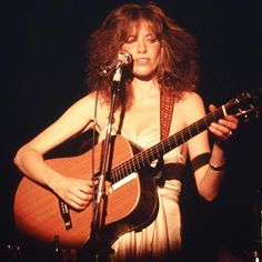 Hot: Carly Simon reveals who 'You're So Vain' verse is actually about
