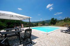 VILLA SALI dans la province de Pise-Lucca, non loin de Pistoia. Pour 15 personnes. http://www.destination-italie.net/appartement-location-italie-1470.html