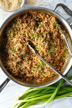 Quick Ramen Noodle Stir Fry - Fast, Easy And Budget-Friendly Using Ramen Noodles. - Quick Ramen Noodle Stir Fry – Fast, Easy And Budget-Friendly Using Ramen Noodles And Ground Beef - Ramen Recipes, Stir Fry Recipes, Asian Recipes, Healthy Recipes, Delicious Recipes, Chinese Recipes, Chinese Food, Japanese Food, Healthy Meals