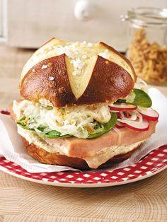 Laugen-Leberkäse-Burger