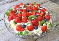 12 populære sukkerfri kaker som kan passe til feiringa! Raspberry, Strawberry, Milkshake, Pavlova, Smoothies, Pudding, Fruit, Cake, Food