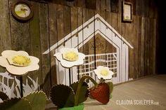 Bees exhibition at Karls Erlebnisdorf Wustermark | Strawberries and bees  #interactive #exhibits #bees #exhibition #design  #Bienen #Ausstellung #Interaktive #Exponate #Ausstellungsdesign  #InteractiveExhibits #InteraktiveExponate #ClaudiaSchleyer