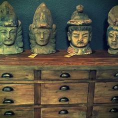Esculturas de madera orientales, talladas a mano. #jblacroux #decor #architecture #homedecor #furniture