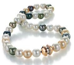 Multicolor-Zuchtperlenkette mit Patentschloss. Perlenkette von Schoeffel Perlen. Patenschloss von Jörg Heinz.