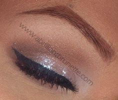 Simple glittery lid with nude crease