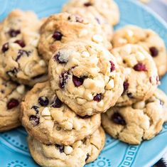 Deliciously soft and chewy White Chocolate Macadamia Cranberry Cookies- so crazy good, you'll get totally addicted with the first bite. White Chocolate Macadamia, White Chocolate Chips, Chip Cookies, Cookies Et Biscuits, Nutella Cheesecake, Lime Cheesecake, Cranberry Cookies, Silicone Baking Mat, First Bite