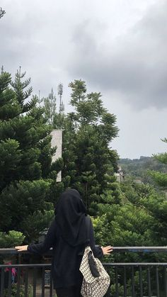 Casual Hijab Outfit, Ootd Hijab, Hijab Chic, Stylish Girls Photos, Stylish Girl Pic, Rain Photography, Girl Photography Poses, Hijabi Girl, Girl Hijab