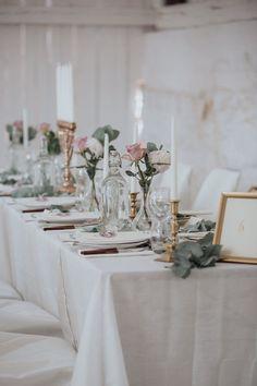 A bohemian-romantic summer dream: Jenni + Nils - Harny - Home Decor Wedding Centerpieces, Wedding Table, Rustic Wedding, Our Wedding, Dream Wedding, Wedding Decorations, Burgundy And Grey Wedding, Cowgirl Wedding, Table Setting Inspiration