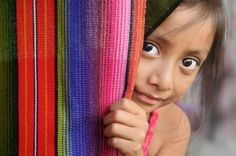 Photographie David Lazar Guatemalan Girl Peeking