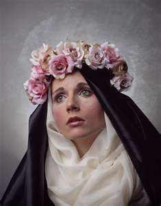 Saint Rose of Lima was a beautiful girl who wanted to devote her life to God. To make herself unattractive to men, she rubbed pepper on her face! She spent her life in prayer and fasting, growing flowers to sell and help the poor. Her parents did not allow her to become a nun. So St. Rose joined the Third Order of St. Dominic instead, where she could continue to serve God at home. She is the patron saint of florists and gardeners. Her Feast Day is on 23 August.