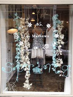 Sydney based Illustrator Kathryn Green has made some beautiful window displays for designer, Lee Mathews . Boutique Window Displays, Store Window Displays, Shop Displays, Design Café, Design Blogs, Display Design, Display Ideas, Retail Windows, Shop Windows