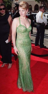 Little Mermaid? Gail O'Grady attends the Emmy Awards in Does the NYPD Blue star look like a beautiful mermaid, or does this dress fail to make the grade? Rene Russo, High End Fashion, 90s Fashion, Gail O'grady, Nypd Blue, Iconic Women, Celebs, Celebrities, Sexy Curves