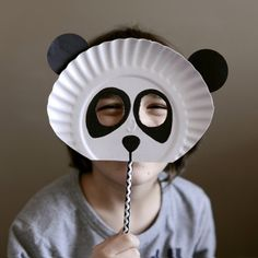 See how to make this easy and super cute Panda mask using paper plates! ( in Portuguese) Paper Plate Crafts, Paper Plates, Paper Plate Animal Masks, Mardi Gras, Diy For Kids, Crafts For Kids, Monster Mask, Creative Skills, How To Make Paper