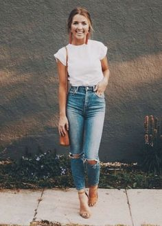 Loving these high waisted open knee rip jeans! #rippedjeans #rippedjeanoutfits #summeroutfitideas #outfitideas #whiteteelooks #springoutfitideas #highwaisted