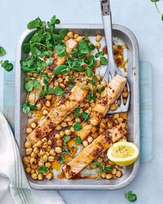 Lachsfilets mit Ras el Hanout Butter und Kichererbsen - Culinary World - Delicious Salmon Recipes, Fish Recipes, Seafood Recipes, Chickpea Recipes, Vegetarian Recipes, Delicious Magazine Recipes, Delicious Food, Kitchen Recipes, Cooking Recipes