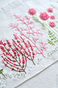 Mon carnet: douce broderie- lovely little embroidered garden done on the pocket of an apron.....