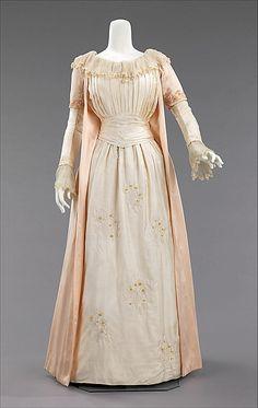 Tea gown. British, ca. 1885, Silk. MMA Accession # 2009.300.3384